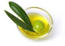 El carácter ecológico del aceite de oliva se distingue al no tener químicos agregados ni procesos que afecten su pureza