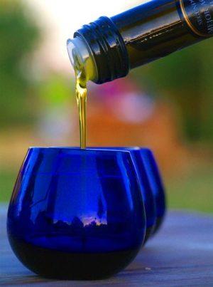 las copas de cata son azules de manera que el color del aceite no incida en el criterio de cata