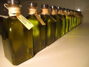 Varios ejemplares de aceite de oliva