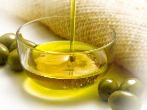 Uno de los usos curiosos del aceite de oliva más resaltante es el de destrabar cremalleras