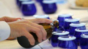 Preparación de los recipientes para la cata del aceite