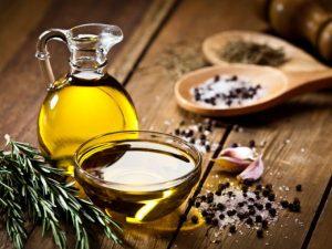 Uno de los mitos del aceite de oliva mas comunes es que el aceite de oliva es malo para el colesterol