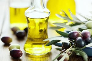 El aceite de oliva y el vino contienen polifenoles, sustancias beneficiosas para el cuerpo