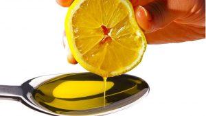 El aceite de oliva y el limon son excelentes aliados